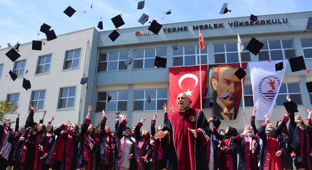 فارغ التحصیلان دانشگاه 19 ماییس