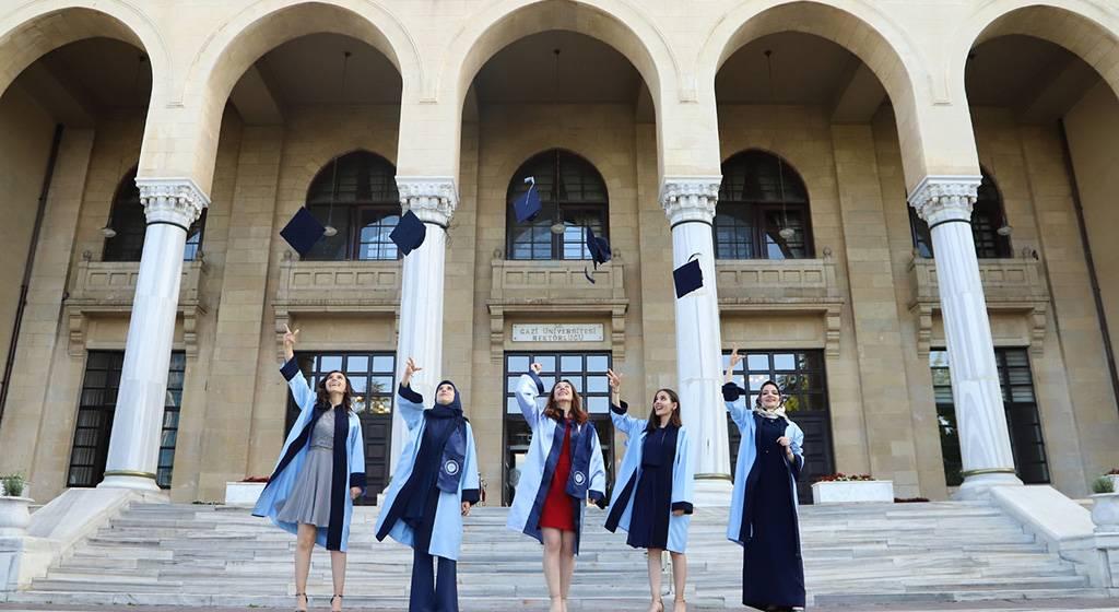 فارغ التحصیلان دانشگاه قاضی