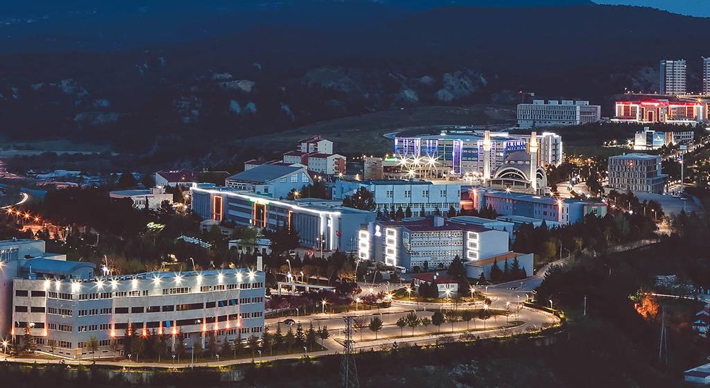 دانشگاه کارابوک در شب