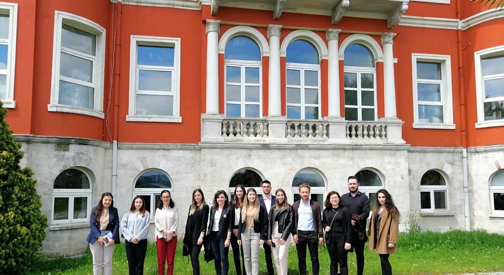 دانشجویان دانشگاه بیلگی استانبول
