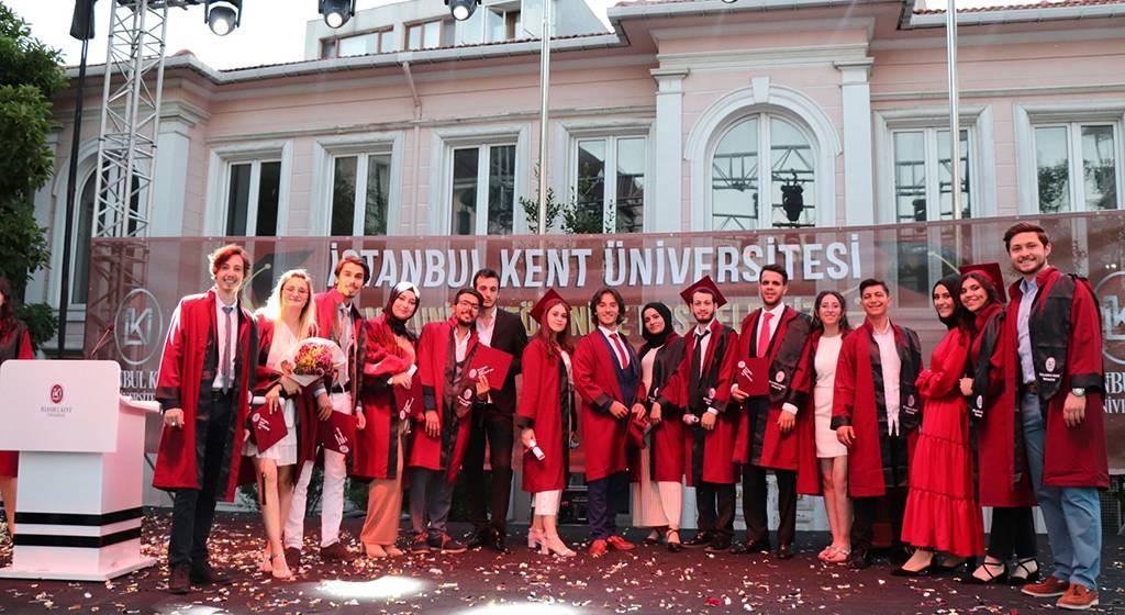 فارغ التحصیلان دانشگاه کنت استانبول